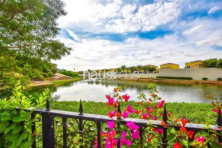 5 Bedroom Villa for Sale in Jumeirah Islands, Dubai - | Open to offers | Lake Views | 5 Beds |