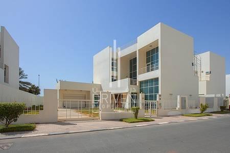 5 Bedroom Villa for Rent in Al Sufouh, Dubai - Standalone-Corner Unit Triplex with Pool