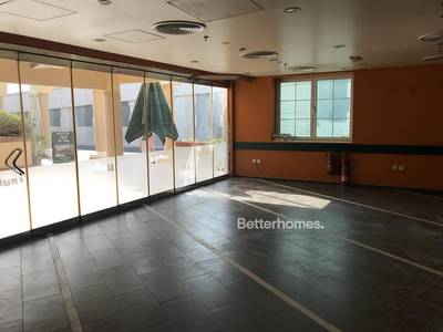 Shop for Rent in Jumeirah, Dubai - Fitted   Main Road   2 Parking   Cafe or Restaurant