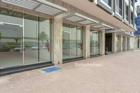 Shop for Rent in Umm Al Sheif, Dubai - Retail on SZR I Good For F & B I Options Avialable