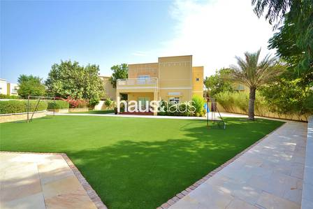 4 Bedroom Villa for Sale in The Meadows, Dubai - Fully Upgraded | Stunning Garden | 4 Bed