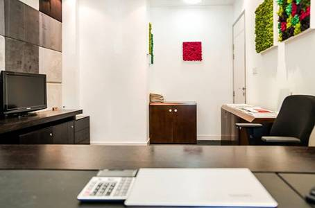 Office for Rent in Al Khalidiyah, Abu Dhabi - Elegantly Furnished New Business Center. Hurry Up and Be the First Tenant