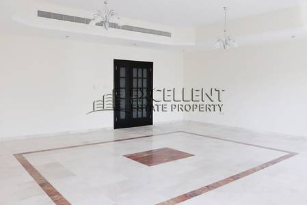 3 Bedroom Apartment for Rent in Hamdan Street, Abu Dhabi - Wonderful 3  Bedroom Apartment with Maids Room