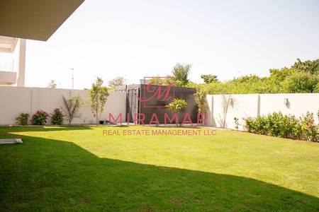4 Bedroom Villa for Rent in Yas Island, Abu Dhabi - CORNER UNIT BEST LOCATION 15 PARKING NEXT TO THE VILLA