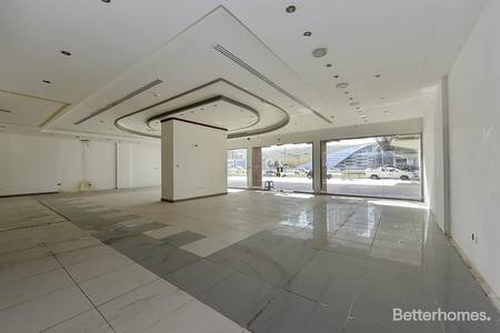 Shop for Rent in Sheikh Zayed Road, Dubai - Facing Road | Near Metro | Fitted