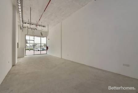 Shop for Rent in Umm Al Sheif, Dubai - Retail on SZR I Good For F and B I Options Avialable