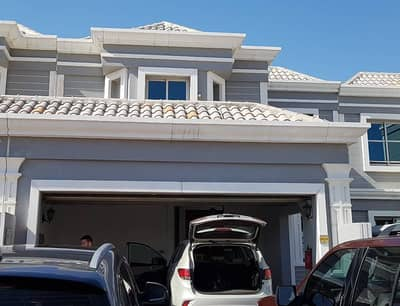 2900 Sq ft 2 Bed Guest Maid Rooms with 4 Baths Luxurious Townhouse for Rent in Falcon City