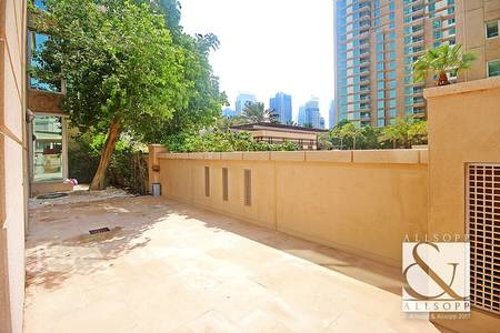 2 Bedroom Flat for Sale in Dubai Marina, Dubai - Large Private Garden | Vacant | 2 Bedrooms