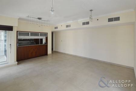 1 Bedroom Flat for Rent in Dubai Marina, Dubai - Unfurnished   Vacant Now   One Bedroom