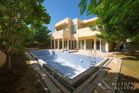 5 Bedroom Villa for Sale in Arabian Ranches, Dubai - Large Pool | Walk To Amenities | Vacant