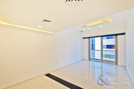 1 Bedroom Flat for Rent in Dubai Marina, Dubai - 1 Bed | Extensively Upgraded | Sea Views