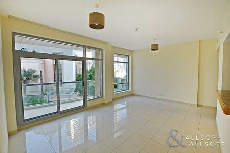 1 Bedroom Apartment for Sale in Dubai Marina, Dubai - Vacant   Low Floor   Balcony   932 sq ft