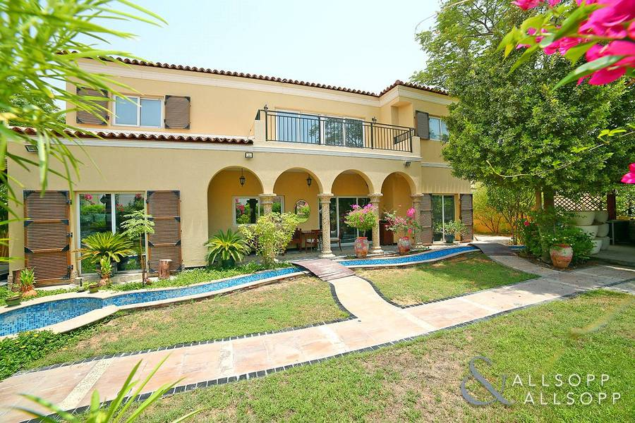 2 Cul de Sac | Upgraded | Close to pool