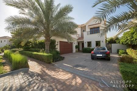 4 Bedroom Villa for Sale in Jumeirah Golf Estate, Dubai - Castellon Type | Stunning Upgraded Kitchen