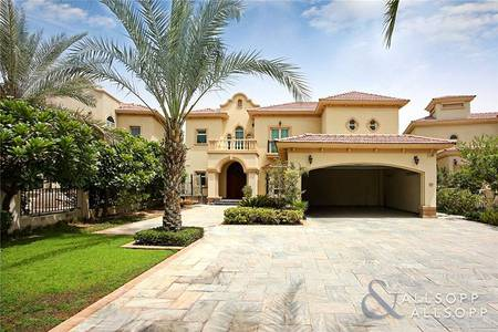 4 Bedroom Villa for Sale in Jumeirah Islands, Dubai - Garden Hall Villa | Upgraded | Extended