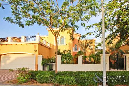 5 Bedroom Villa for Rent in Jumeirah Park, Dubai - Backing The Lake | Extended | District 2