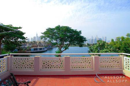 4 Bedroom Villa for Sale in The Meadows, Dubai - Lake and skyline view | Private pool