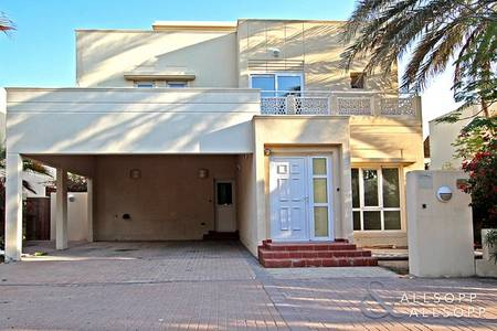 4 Bedroom Villa for Rent in The Meadows, Dubai - Modified Kitchen | Large Plot | Four Beds