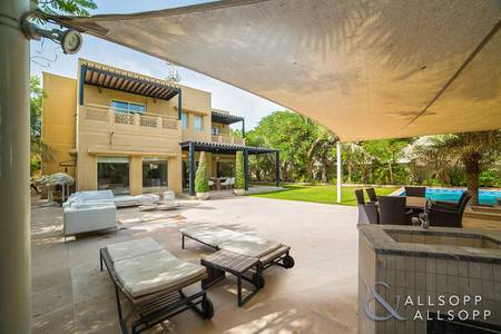 5 Bedroom Villa for Sale in The Meadows, Dubai - Fully Upgraded | Private Pool | Huge Plot