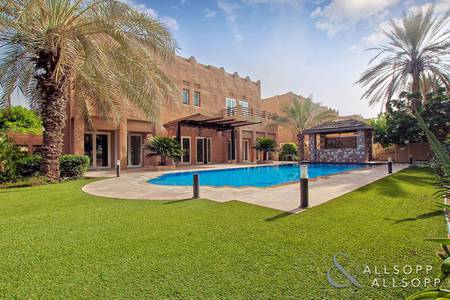 5 Bedroom Villa for Sale in The Lakes, Dubai - Golf Course | Lake | Marina Skyline View