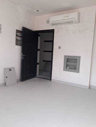 1 Bedroom Apartment for Rent in Muwailih Commercial, Sharjah - BRAND NEW 1BHK 900SQFT RENT 23K IN 6CHQS IN MUWAILEH CALL = 055_2260846