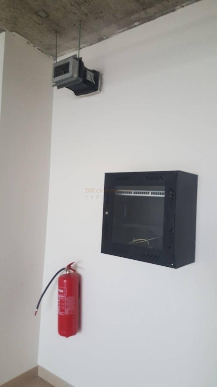 2 SIT small office 999 sqft