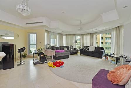 3 Bedroom Flat for Sale in Dubai Marina, Dubai - Partial Marina View | Spacious| Maids room&study| perfect for families.