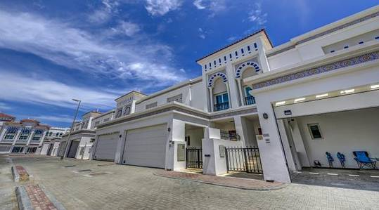 4 Bedroom Villa for Rent in Jumeirah, Dubai - Brand new finish 4 Bedroom in Jumeirah 2 , One Month free