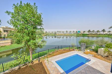 4 Bedroom Villa for Sale in Jumeirah Islands, Dubai - Stunning Lake View Huge Plot Easy Access