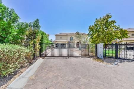 4 Bedroom Villa for Sale in Jumeirah Islands, Dubai - Entertainment Foyer Spanish Style - Sale