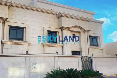 فیلا  للايجار في البطين، أبوظبي - 5master beds driver room kitchen outside