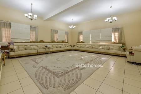 5 Bedroom Villa for Sale in Jumeirah, Dubai - Great Location I Luxury I 5 bedrooms .