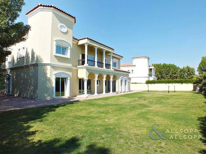Luxury Villa | Park View | GC West | Low Price