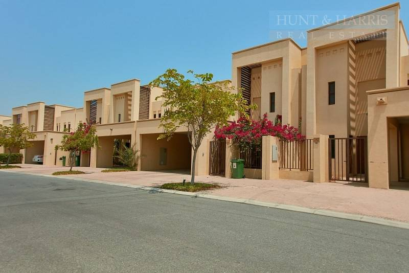 Lovely Open Kitchen - Three bedroom - Mina Al Arab