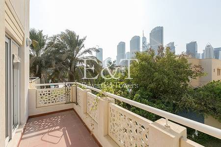 5 Bedroom Villa for Sale in The Meadows, Dubai - Bright and modern with a Pool View Villa
