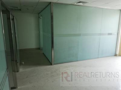 Office for Rent in Jumeirah Lake Towers (JLT), Dubai - [EC] 6 Glass partitions office  with a balcony