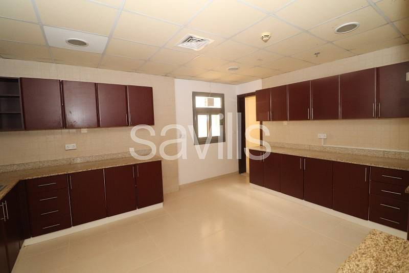 2 Spacious duplex on high floor with lift