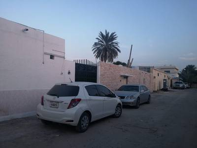 فیلا  للايجار في الصبخة، الشارقة - فیلا في الصبخة 4 غرف 40000 درهم - 3721759