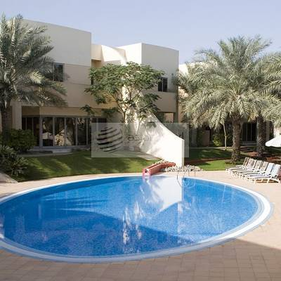 4 Bedroom Villa for Rent in Jumeirah, Dubai - Beautiful 4 BRr+Maid's Compound
