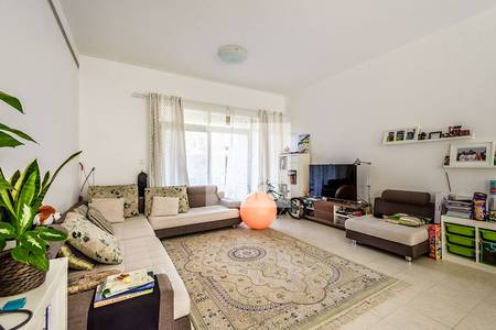 2 Bedroom Flat for Sale in The Greens, Dubai - 2 Bed Gr Floor With Study Amazing Yield