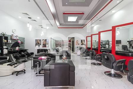 Shop for Rent in Business Bay, Dubai - Well maintained beauty salon with a stunning Canal view