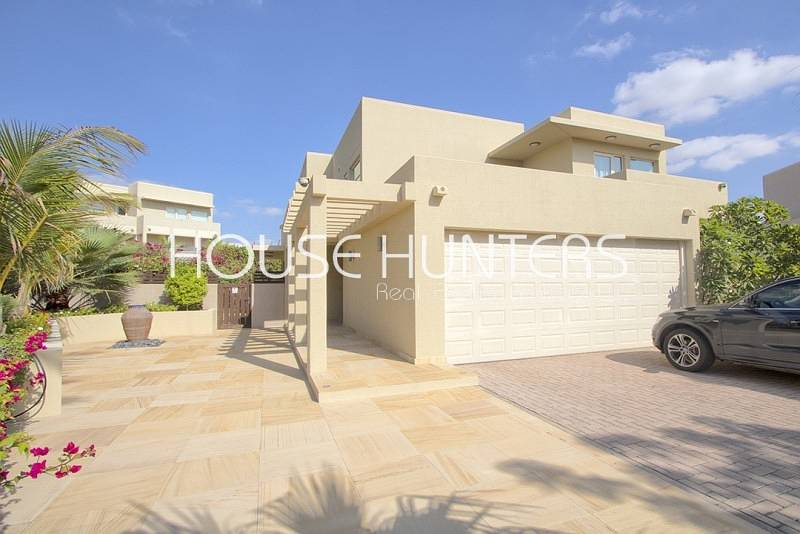 2 Stunning 4 bed| Upgraded| Private pool |