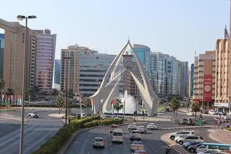 Shop for Rent in Deira, Dubai - Near Mall |  Corner Shop  | Very Crowded