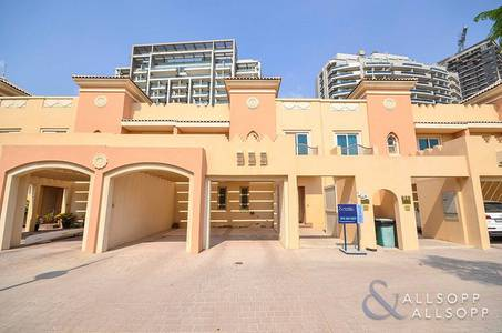 4 Bedroom Villa for Rent in Dubai Sports City, Dubai - 4 Bedrooms | Close to Pool and Hessa Exit