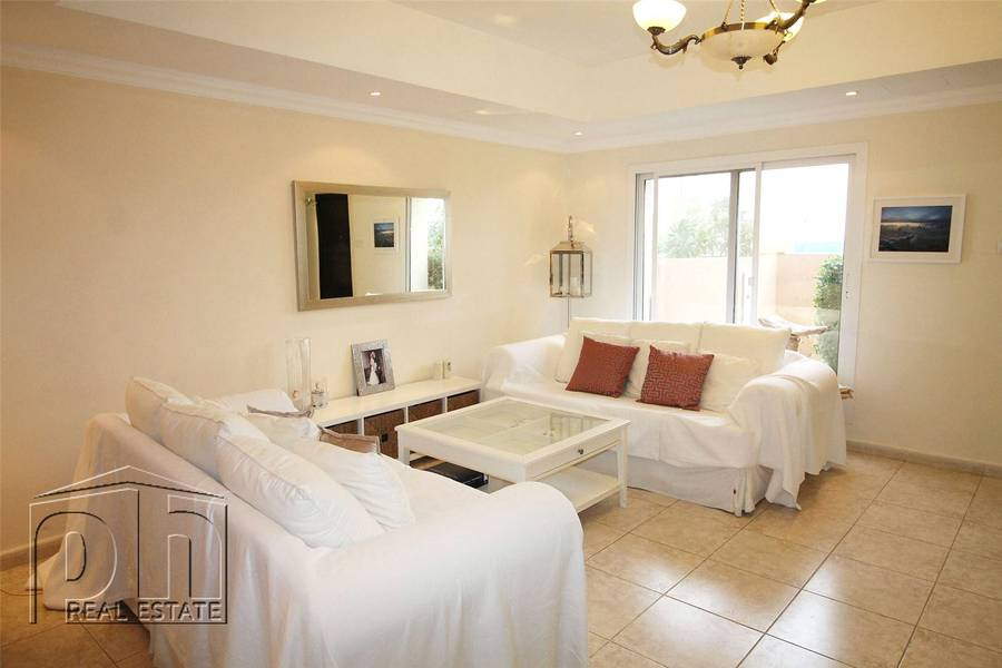 Upgraded 3 bed - option to keep furnished