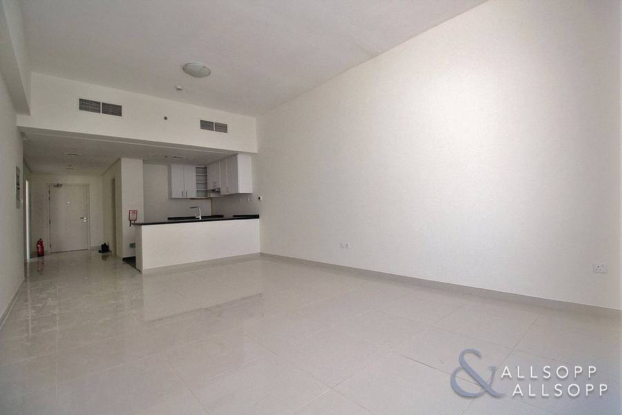 2 Top Floor | Pool View | Vacant on Transfer