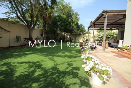 5 Bedroom Villa for Rent in The Meadows, Dubai - Contemporary Kitchen-Meadows 5 Bed Villa