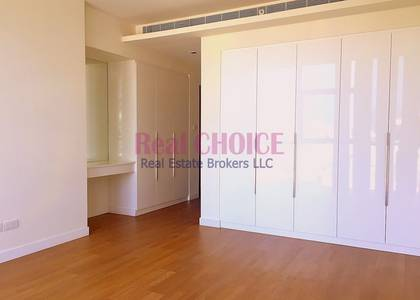 2 Bedroom Flat for Sale in Jumeirah, Dubai - Rented Property|Well Maintained Huge 2BR