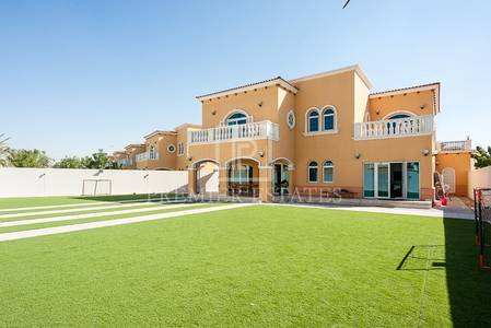 5 Bedroom Villa for Sale in Jumeirah Park, Dubai - Large Legacy Five Bedroom  Villa-Large Plot