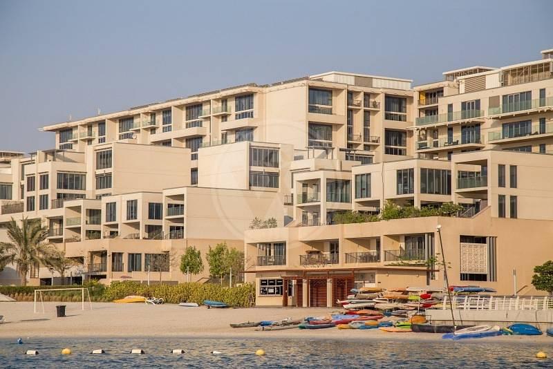 17 Beachfront living! Grab the opportunity!